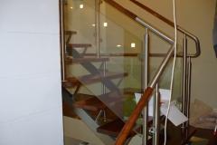 Bs-dr-sz2c - balustrada stal--szkło-drewno w pochwycie_374B