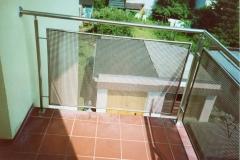 Bs18a - balustrada balkonowa z siatki stalowej ze stalową poręczą